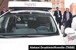 "Владимир Путин и ""Яндекс.Такси"""