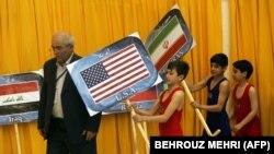 افتتاحیه جام تختی در اسفند ماه ۸۸؛ تیم آمریکا ۱۵ بار از زمان انقلاب بهمن ۵۷ در مسابقات کشتی به میزبانی ایران شرکت کرده است.