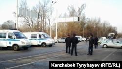 Алматылық полицейлер. (Көрнекі сурет).