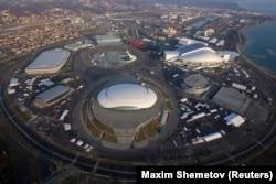Олимпиада в Сочи стала самой дорогой в истории Олимпиадой. Ее организация обошлась более чем в 50 миллиардов долларов, в четыре раза дороже, чем следующая зимняя Олмипиада в Пхенчхане