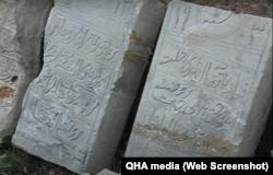 Надгробки з будинку в селі Верхньосадове. Скріншот відео QHA media