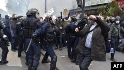 Sukobi sa policijom u Parizu, ilustracija