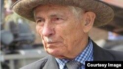 Национальную премию по литературе имени Нафи Джусойты учредил благотворительный фонд «Амонд», в правление которого входит и сам известный писатель и ученый
