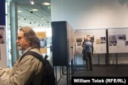 """Sala expoziţiei din memorialul """"Topografia terorii"""""""