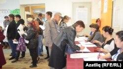 Голосование на избирательном участке в Тюмени