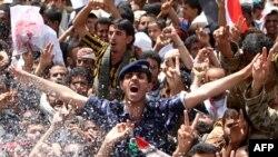 پایکوبی مخالفان در صنعا در روز یکشنبه