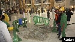 Pamje nga një pjeesë e xhamisë në Mekë ku ka rënë vinçi