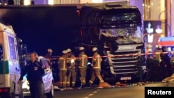 В Берлине грузовик врезался в толпу