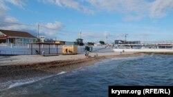 Пляж в парке Победы. Севастополь, 30 июня 2017 года