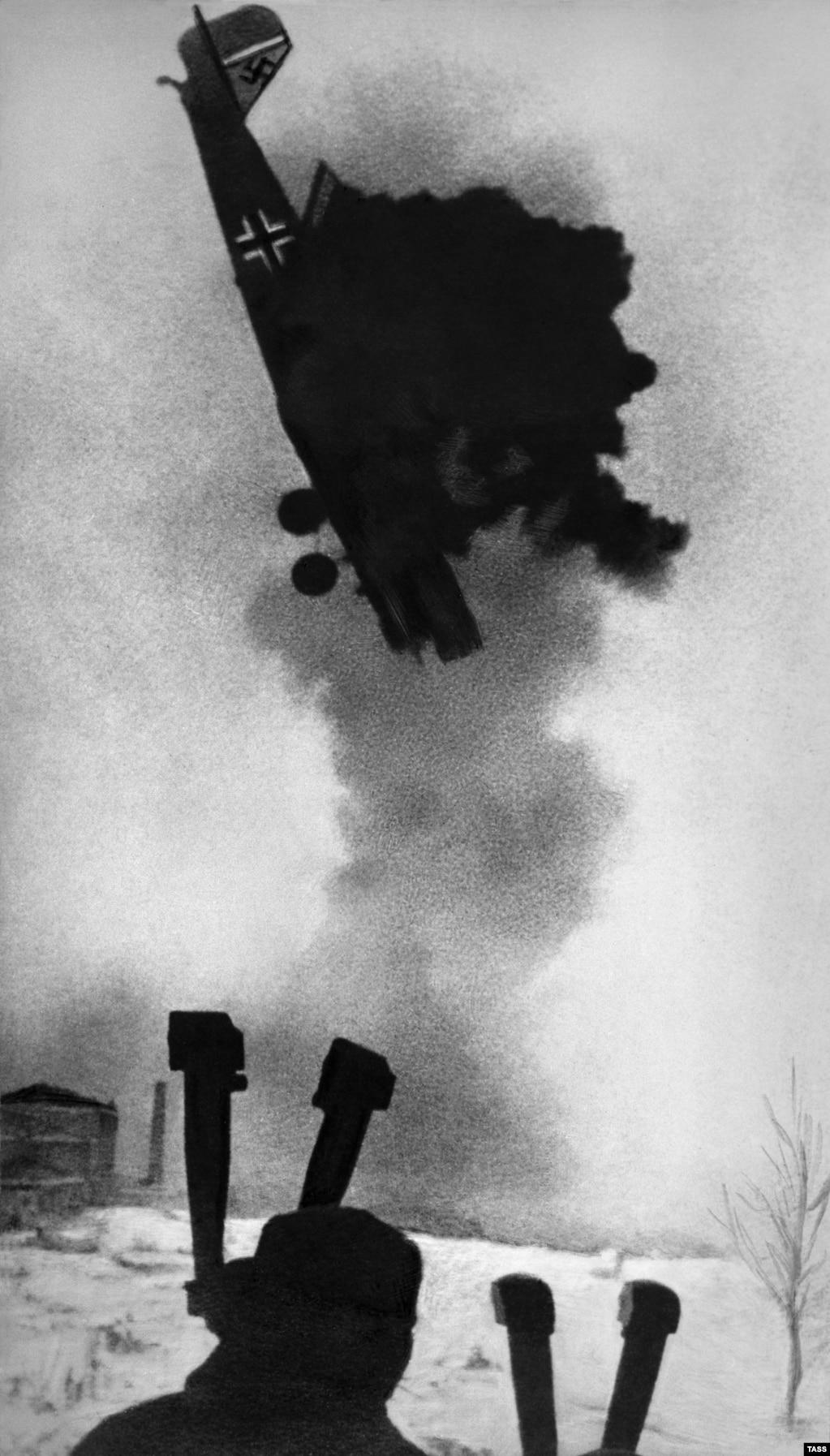 Нават з дапамогай самых сучасных лічбавых фотаапаратаў было б цяжка зрабіць такі здымак, на якім нямецкі самалёт падае буйным плянам. На гэтым «баявым» здымку з 1942 году яшчэ й відаць, што дрэва дакрэсьлілі ўручную.