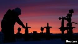 Мировые цены на нефть с начала года упали до более чем десятилетних минимумов
