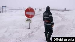 Drum înzăpezit în nordul Moldovei, decembrie 2012