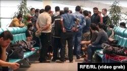 Трудовые мигранты из стран ЦА, застрявшие в аэропорту Домодедово.