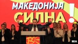 Тогашниот премиер Никола Груевски зборува на про владин митинг во Скопје на 18 мај 2015 година