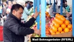 Базар. Алматы, 16 қазан 2012 жыл.