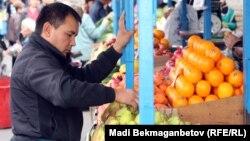 На продуктовом базаре в Алматы. Иллюстративное фото.