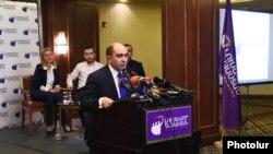 «Լուսավոր Հայաստան» կուսակցության ղեկավար Էդմոն Մարուքյանը, արխիվ