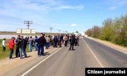 3 мая: крымские татары встречают Мустафу Джемилева на границе Крыма и Херсонской области Украины