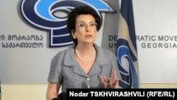 Журналист Ираклий Берулава считает, что у Нино Бурджанадзе больше шансов победить или добиться успеха именно индивидуально, а не с политической партией
