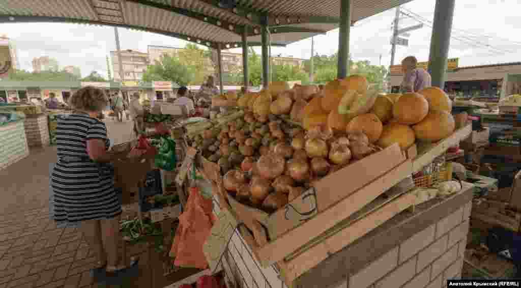 В розницу местную картошку продают уже по 25 рублей