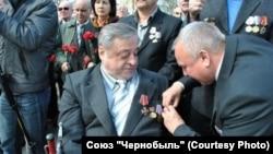 Владимир Лебедев (слева)