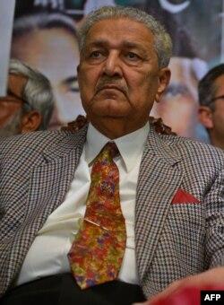 عبدالقدیر خان، دانشمند هستهای پاکستانی