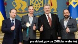 Энвер Аблаев и Александр Абраменко получили из рук Петра Порошенкоорден «За заслуги» ІІІ степени