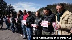 Группы активистов устраивают акции солидарности с семьей Татунашвили