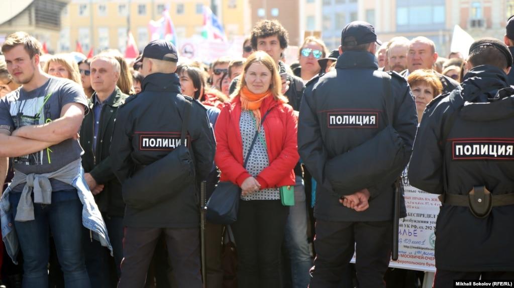В приемную Госдумы передано 11 тысяч подписей против реновации