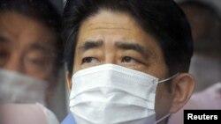 Prime Minister Shinzo Abe inspects the tsunami-crippled Fukushima Daiichi nuclear power plant in Fukushima Prefecture on December 29.