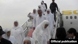Tajikistan -- First Tajik pilgrims arrived in Dushanbe, 01Nov2012