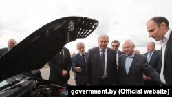 Беларускія чыноўнікі тэстуюць першы беларускі электрамабіль на базе сэрыйнай Geely SC7