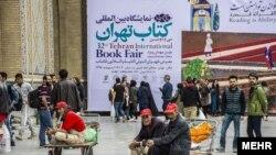 رکودی اجباری بازار کتاب در نیمه نخست سال، ریشه در کارکرد نمایشگاه کتاب بهعنوان یک فروشگاه بزرگ با تخفیف بسیار دارد.