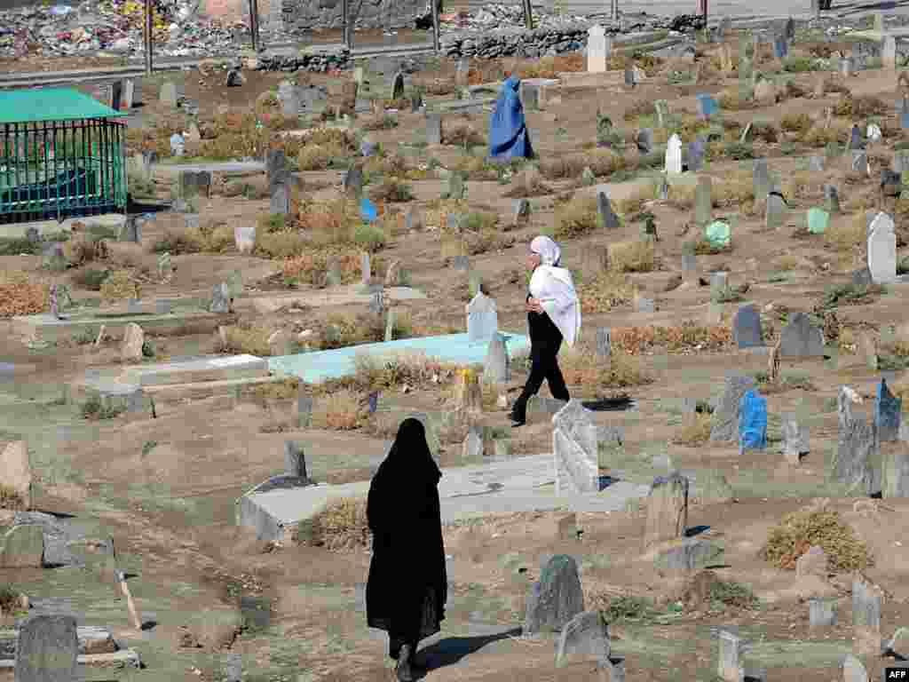 Афганістан. Могілкі ў Кабуле, дзе пахаваныя ахвяры грамадзянскай вайны 1992-1996 гадоў.