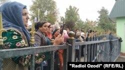 В ожидании амнистированных близких. Душанбе, 2 ноября 2019 года