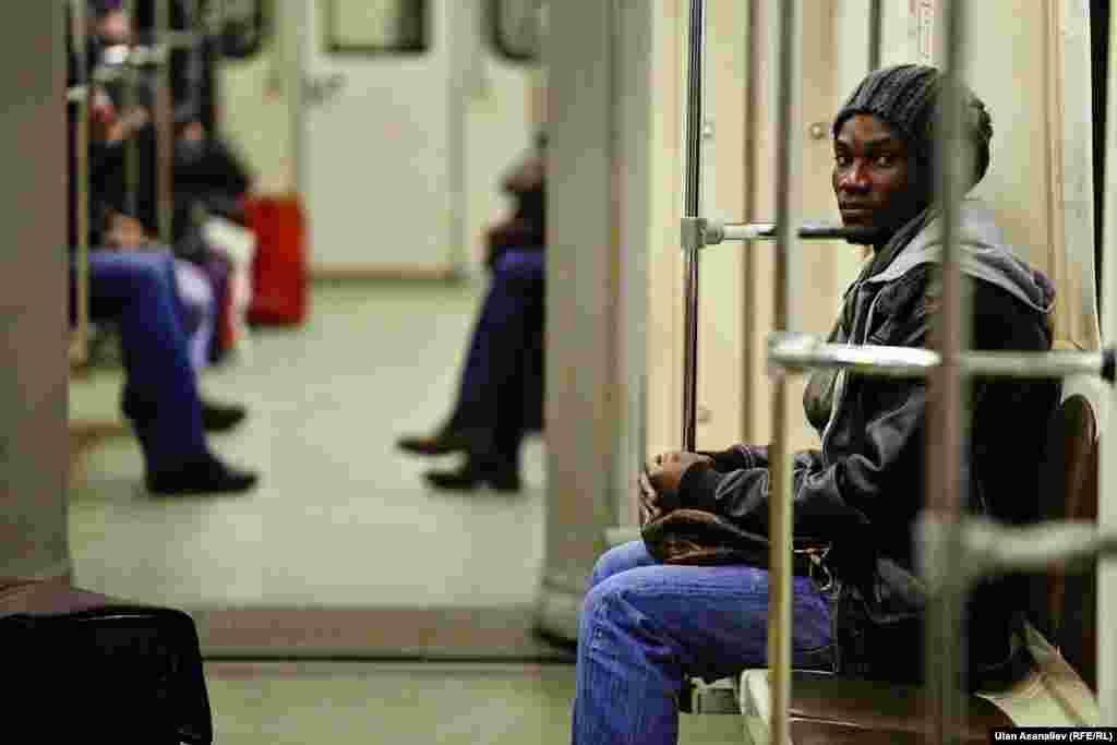 В Москве много мигрантов из стран Африки и Азии.