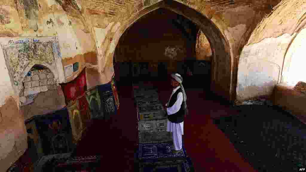 Әфганстан. Сәманган виләятендәге бер тарихи мәчет