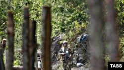Грузия. Абхазия. Грузинский военный патруль в Кодорском ущелье. 11 июля 2008