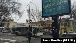 Предвыборный билборд на улице города. Уральск. Иллюстративное фото.