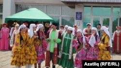 Бәйрәмдә татар ансамбле