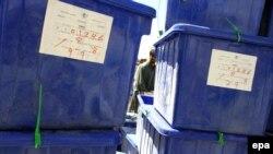 Cutii cu buletinele de vot într-un depozit al Comisiei Electorale Independente la Kabul