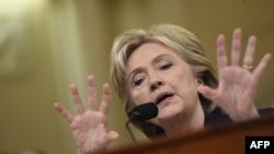 Клинтон во время слушаний в Конгрессе