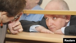 """Лидер незарегистрированной партии """"Алга!"""" Владимир Козлов на скамье подсудимых на процессе, где его обвиняют в разжигании социальной вражды в связи с событиями декабря 2011 года в Жанаозене. Актау, 8 октября 2012 года."""