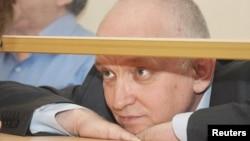 """""""Алға"""" партиясының жетекшісі Владимир Козлов сот залында. Ақтау, 8 қазан 2012 жыл."""