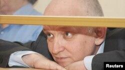 Владимир Козлов, оппозициялық саясаткер сот залында.