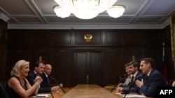 Встреча лидера НФ Марин Ле Пен со спикером Госдумы Сергеем Нарышкиным. Москва, июнь 2013 года
