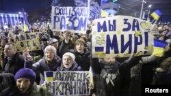 Один із попередніх проукраїнських мітингів у Донецьку, 5 березня 2014 року