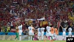 Костариканці святкують сенсаційну перемогу над Уругваєм, Форталеза, Бразилія, 14 червня 2014 року