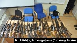 Pamje e armatimit të konfiskuar më parë në Serbi