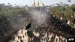 Шиит мұсылмандары Ашура мейрамын атап өтуде. Кербала, Ирак, 14 қараша 2013 жыл.
